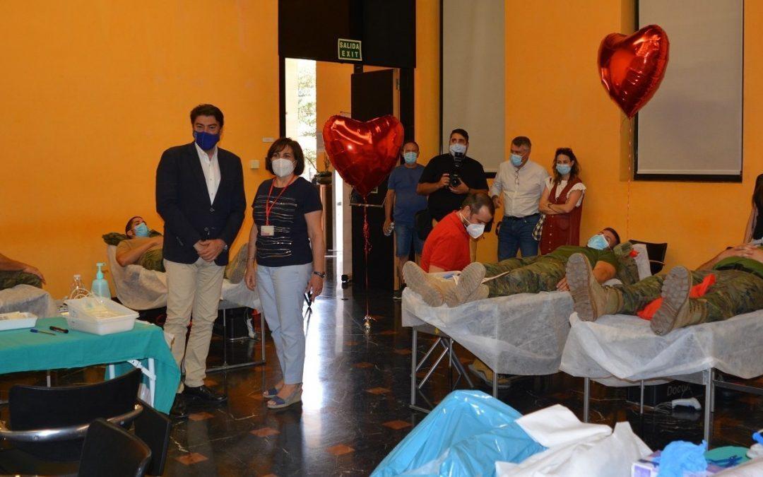 El alcalde muestra su agradecimiento a los donantes de sangre