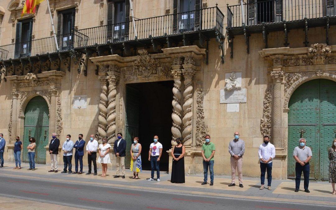 El Ayuntamiento rinde homenaje a las niñas de Tenerife