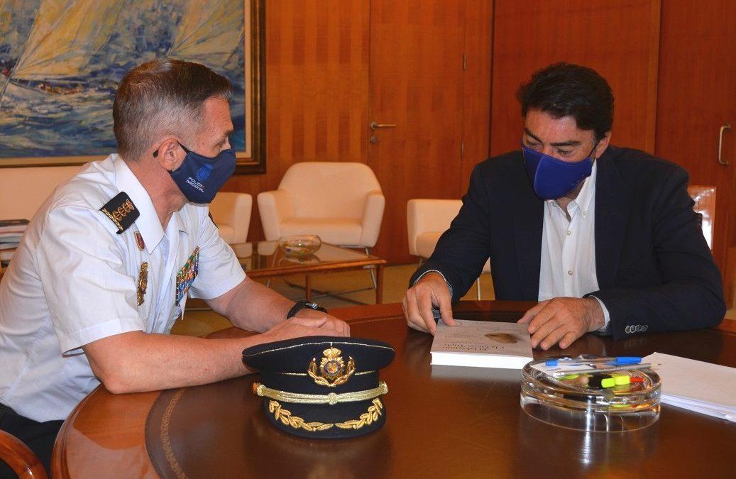 El alcalde recibe al Comisario del Cuerpo Nacional de Policía