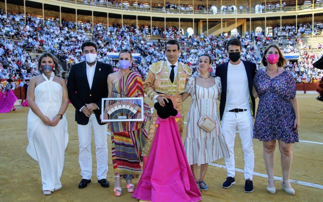 Alicante se entrega al 'clan Manzanares' con un emotivo homenaje