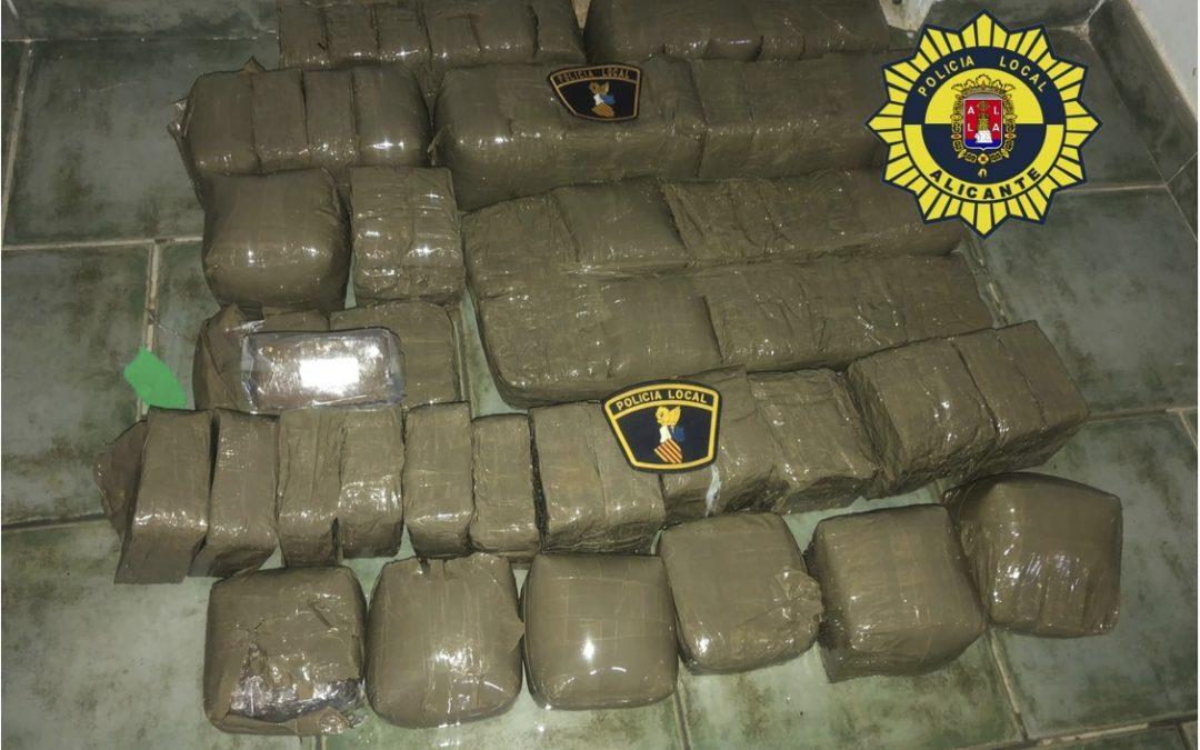 La Policía Local localiza un alijo con 35 kilos de hachís en Tabarca