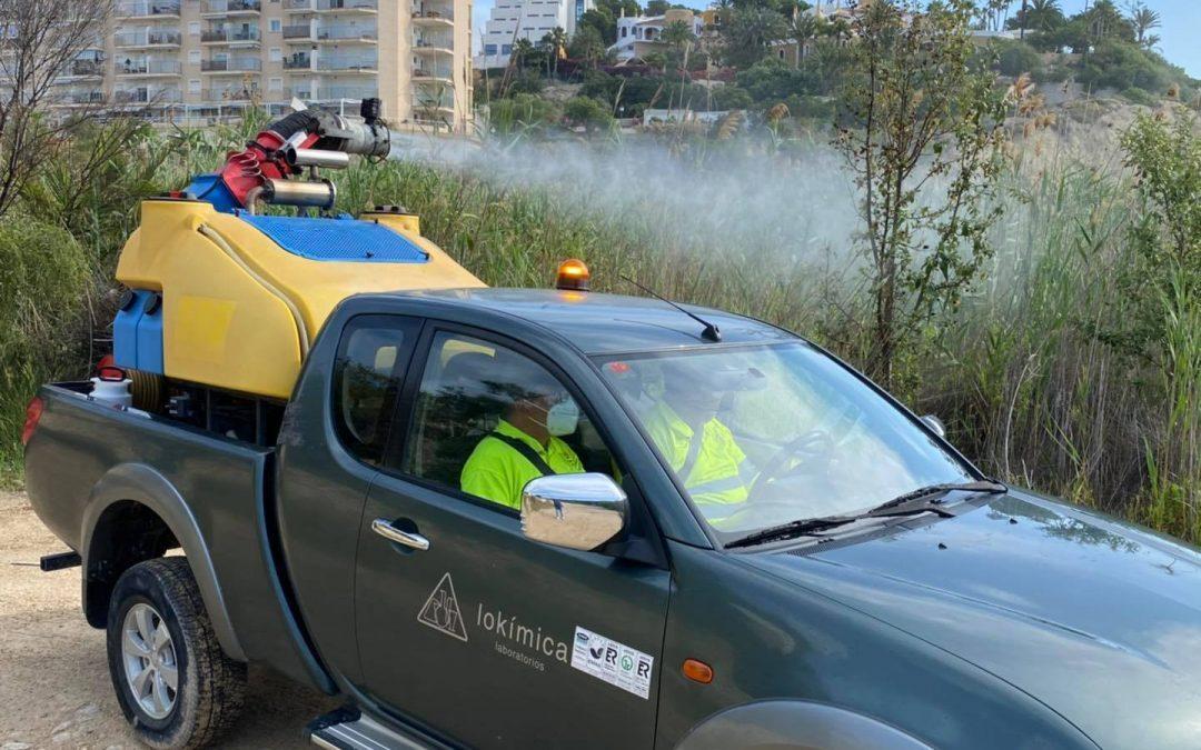 Arranca en Cala Baeza la campaña de fumigación contra los mosquitos común y tigre