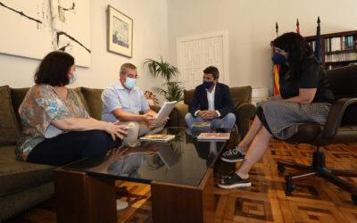 El Juan Gil-Albert dona  más de 350 libros a la biblioteca de la Fundación Miguel Hernández