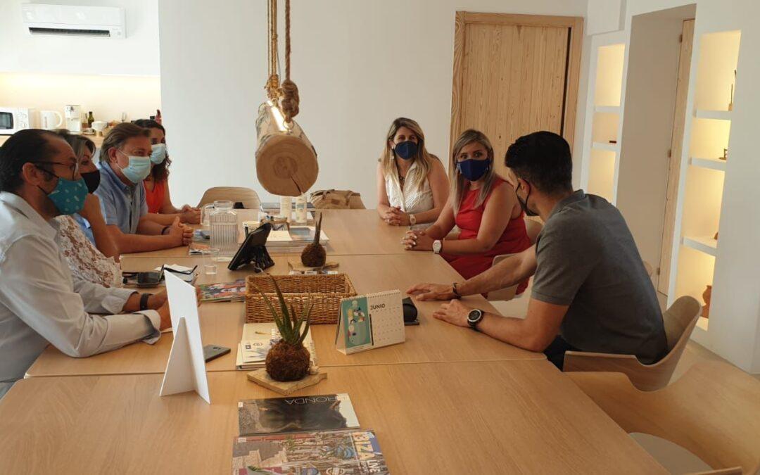 Alicante establece sinergias turísticas con el sector público y privado de Ibiza