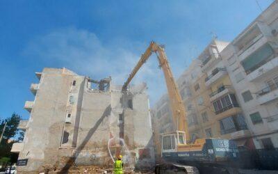 La Concejalía de Urbanismo derriba el edificio en ruinas de Nou Alcolecha