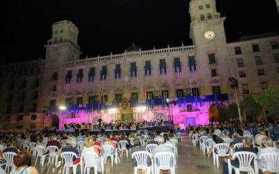 Alicante rinde honores a la Virgen del Remedio en una emocionante Alborada