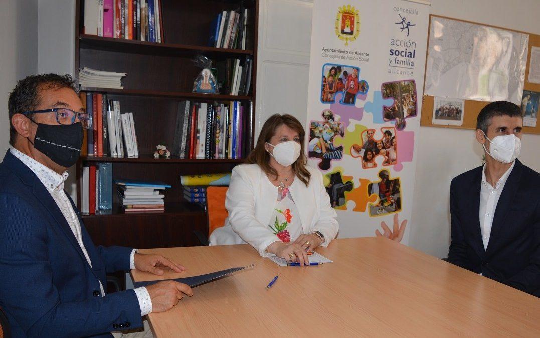 El servicio de Podología gratuito para mayores atiende a 320 pacientes al mes
