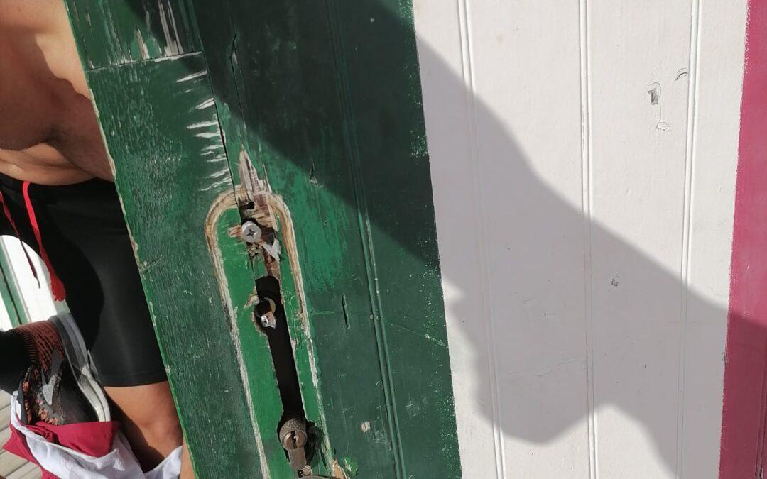 La Playa de Carrer la Mar de El Campello es víctima de actos vandálicos