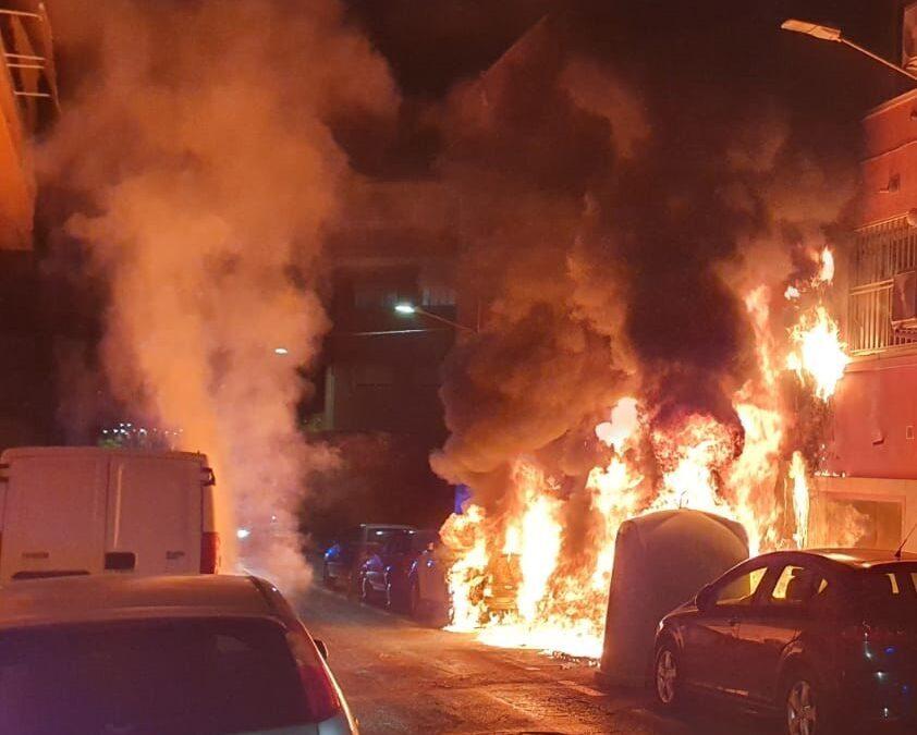 Los Bomberos de Alicante intervienen para sofocar dos incendios en una noche