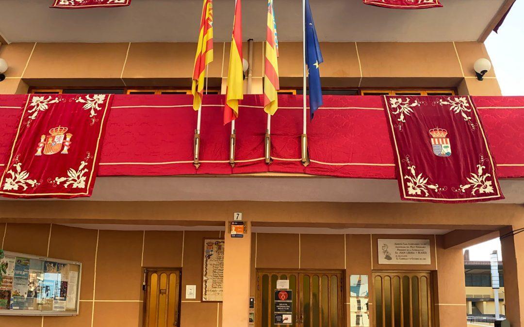 El Ayuntamiento de El Campello se viste de gala con motivo de las fiestas