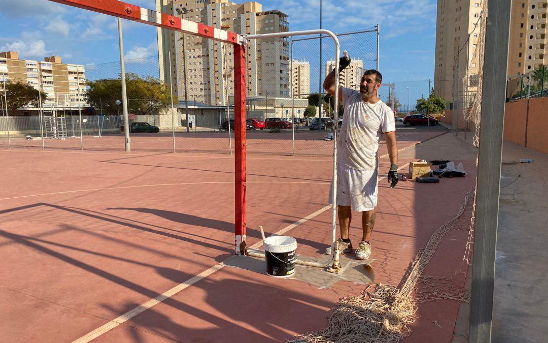Comienza la reparación de las pistas deportivas junto al colegio Fabraquer