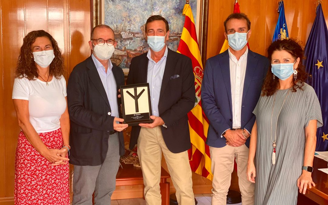 El Ayuntamiento de El Campello recibe el premio por hábitos saludables en el trabajo
